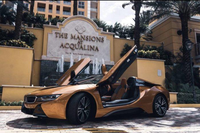 BMW I8 Gold